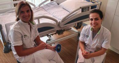 Ikazia start met vertaalapparaat in Moeder en Kind Centrum