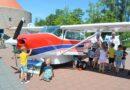 Vliegtuig op het schoolplein